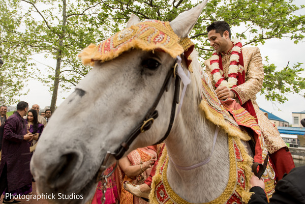 indian wedding baraat,baraat,baraat horse,indian groom fashion