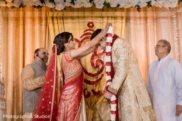 indian wedding ceremony photography,indian bride and groom,indian wedding ceremony,jai mala ceremony