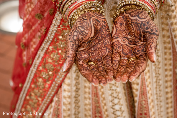 indian bride,indian bridal mehndi,mehndi art,bridal jewelry