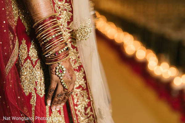 indian bride fashion,bridal jewelry,indian bridal bangles