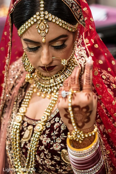 Gorgeous Indian bride look.