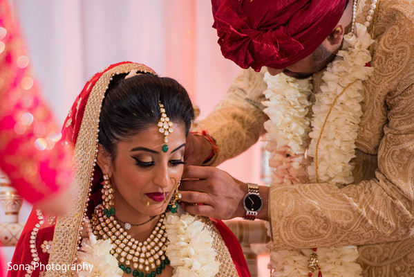 indian wedding ceremony,indian bride and groom,indian bridal jewelry,mangalasutra ritual