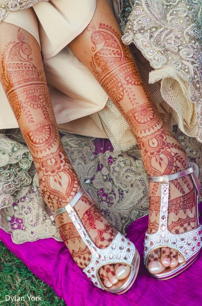 indian bride,bridal shoes,mehndi