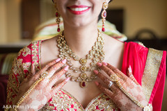 Classy bridal necklace