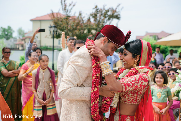 jaimala,indian couple,indian wedding ceremony