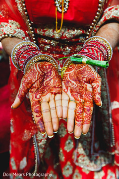 mehndi art,indian bridal mehndi,bride bangles