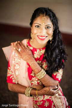 indian bridal jewelry,hair and makeup,indian bride reception fashion