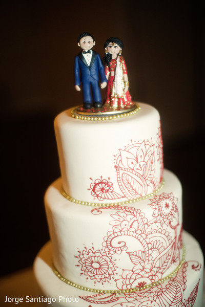 indian wedding cake,cake topper,indian wedding reception,planning and design