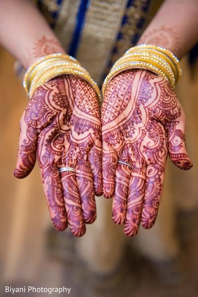 indian bride,bridal mehndi,indian wedding photography,henna