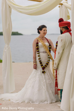 indian bride and groom,indian fusion wedding ceremony,beach side indian wedding