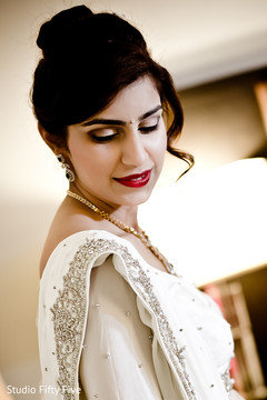 getting ready,indian parsi bride,white sari,hair and makeup