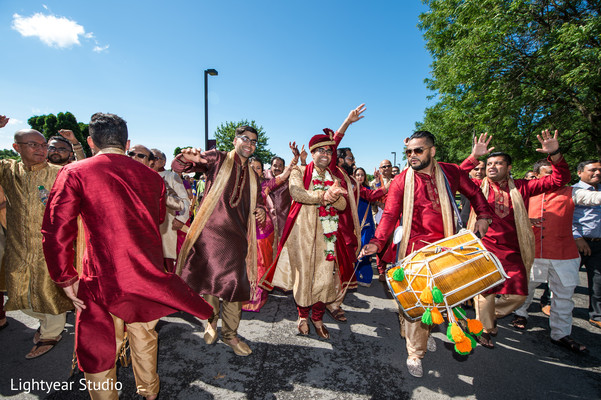 indian groom,baraat,indian wedding photography,dhol player