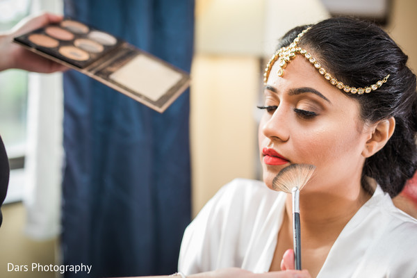 indian bride getting ready,indian bride hair and makeup,bridal jewelry