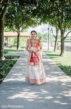 indian bride fashion,indian bridal bouquet,outdoor photography