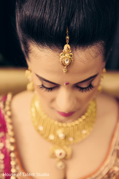 indian bride,getting ready,hair and makeup,indian bride jewelry