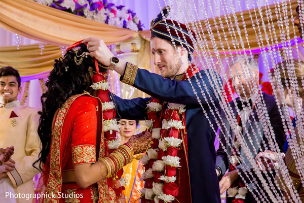 indian wedding ceremony,indian bride and groom,indian wedding ceremony photography,jai mala ceremony