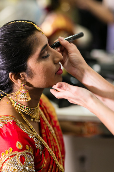 indian bride hair and makeup,indian bride getting ready,bridal jewelry