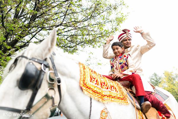 indian wedding baraat,indian groom fashion,indian groom turban,baraat horse