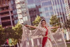 Fabulous Indian bride wedding attire.