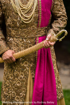 indian groom fashion,golden sherwani,bright pink dupatta