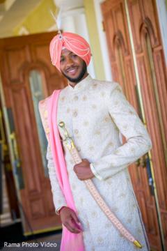 indian groom fashion,peach dupatta,golden sherwani