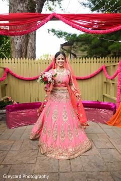 pink lengha,pink dupatta,bridal bouquet