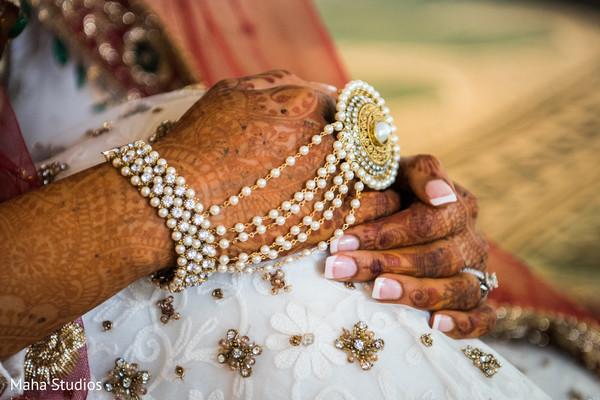 pakistani bride,pakistani bridal jewelry,bridal mehndi