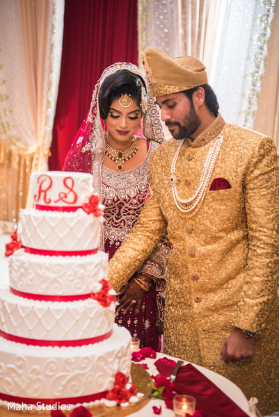 pakistani wedding ceremony,pakistani bride and groom,nikaah,wedding cake