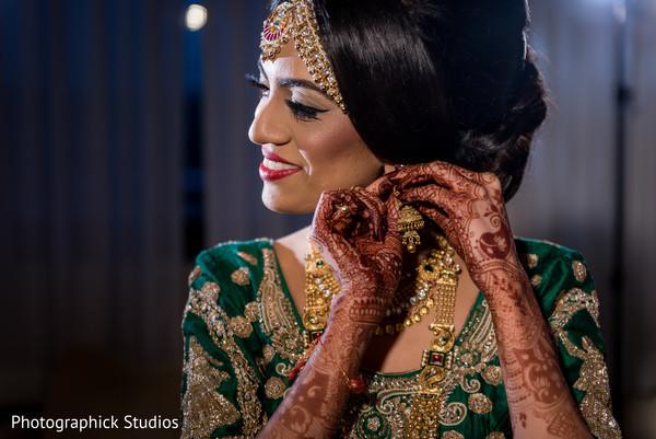 getting ready,indian bride fashion,bridal jewelry