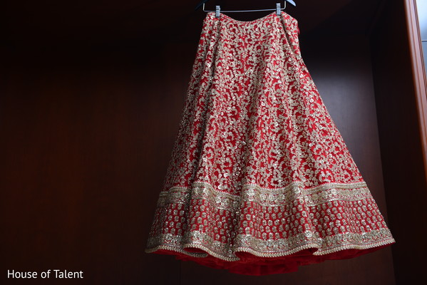 indian bride lehenga,indian bride fashion,red bridal lehenga