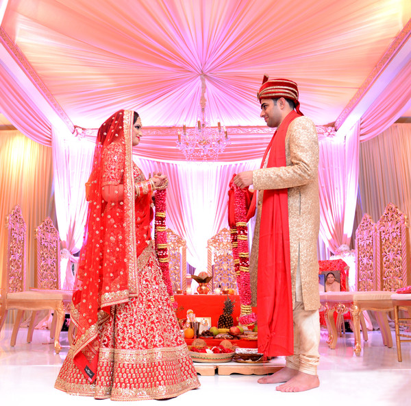 indian wedding ceremony,jaimala,indian bride and groom