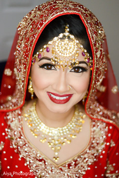 bridal jewelry,indian bride fashion,bridal tikka,indian bride hair and makeup