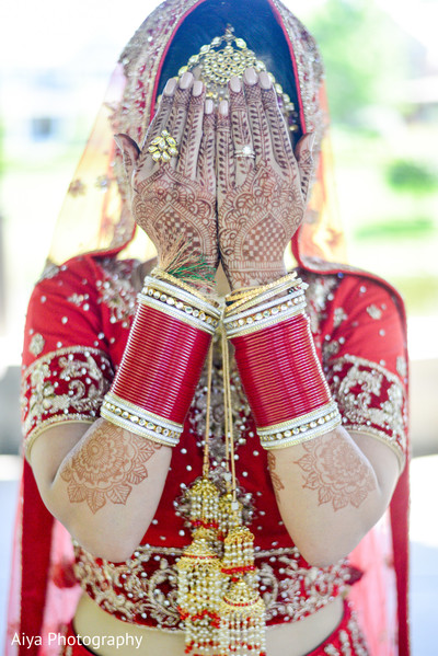 outdoor photography,indian bride mehndi,indian wedding gallery,bridal jewelry