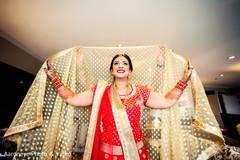 golden dupatta,red lengha,indian bride fashion