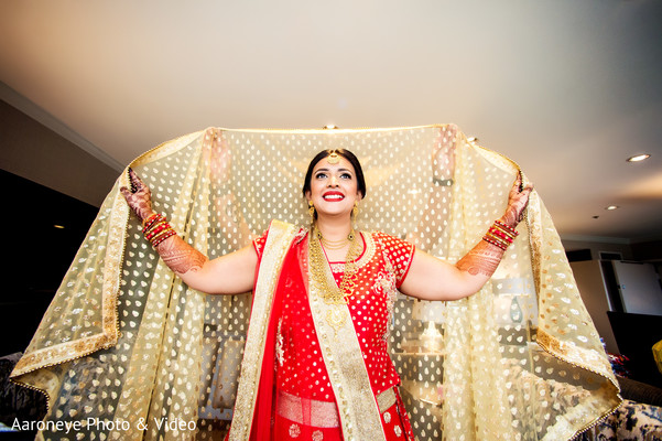 golden dupatta,red lengha,indian bride fashion
