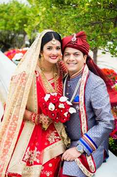 red bridal bouquet,indian bride fashion