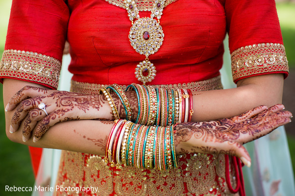 Amazing indian bride's mehndi art
