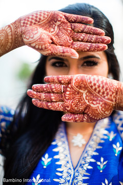 indian bride fashion,outdoor photography,indian bridal mehndi