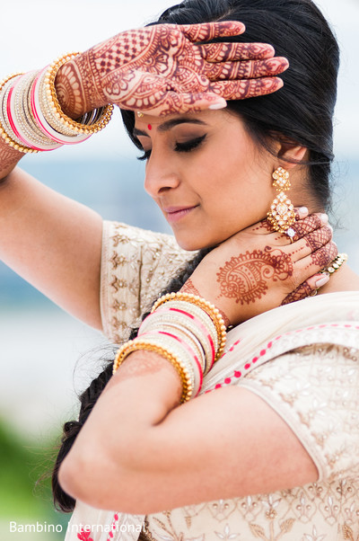 ndian bride fashion,indian wedding gallery,outdoor photography,indian bridal jewelry,mehndi art
