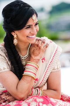 ndian bride fashion,indian wedding gallery,outdoor photography,indian bridal jewelry