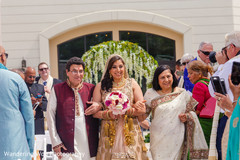 indian wedding,bridal fashion,golden lengha