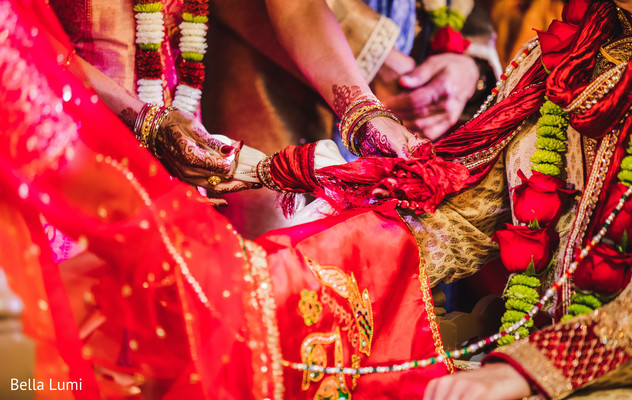 indian wedding ceremony,indian bride and groom,indian wedding ceremony photography,gath bandhan