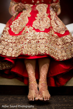 indian bride getting ready,indian bride fashion,mehndi art