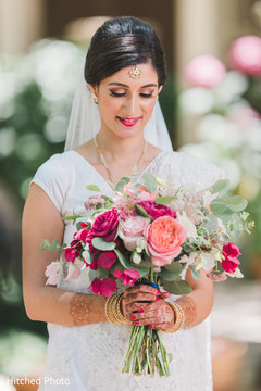 indian bride,indian wedding photography,bridal bouquet