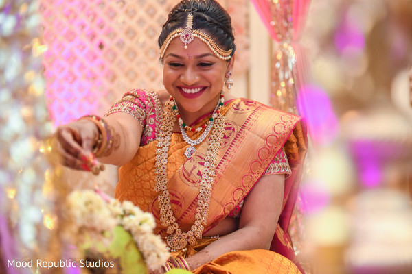 indian bride,indian wedding ceremony photography,indian wedding ceremony,bridal jewelry