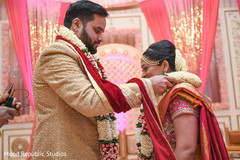 indian bride and groom,indian wedding ceremony photography,indian wedding ceremony,jai mala ceremony
