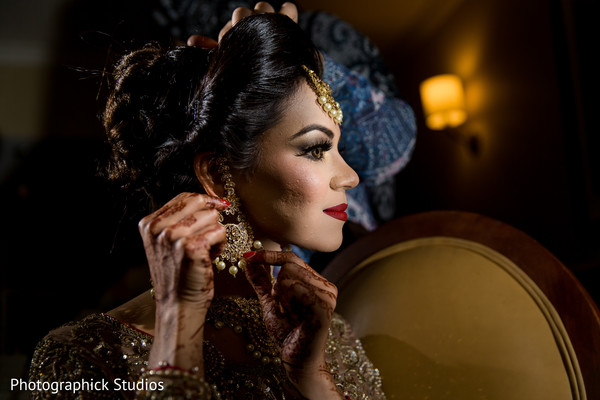 indian bride getting ready,indian bride hair and makeup,indian bride,bridal jewelry