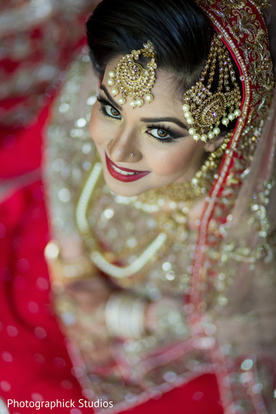indian bride hair and makeup,indian bride,bridal jewelry,indian bride fashion