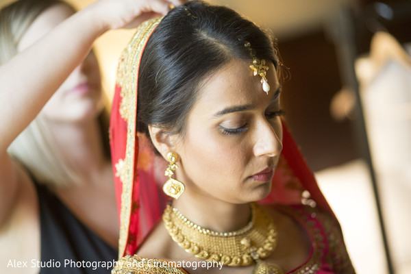 indian bride,getting ready,indian bridal jewelry