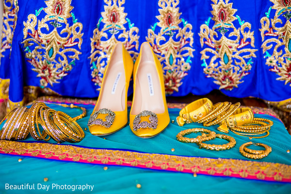 Indian bride's sassy jewelry and shoes.